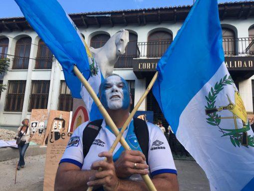 Los manifestantes llegaron a la CC. Foto: Carlos Sebastián