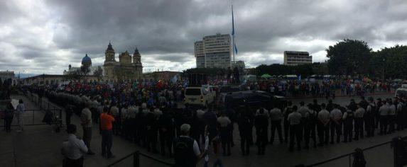 La marcha logró llegar al Palacio Nacional, a pesar de que fue era custodiado por policías. Foto: Sandra Sebastián