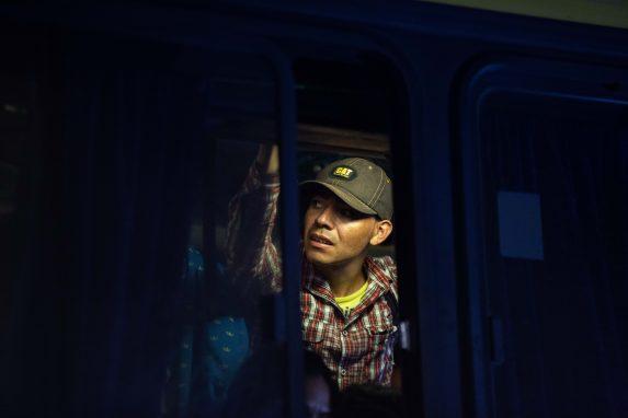 De la primera caravana, unos 2 mil 500 personas aún se encuentran en Tijuana y otros 7 mil volvieron a Honduras.