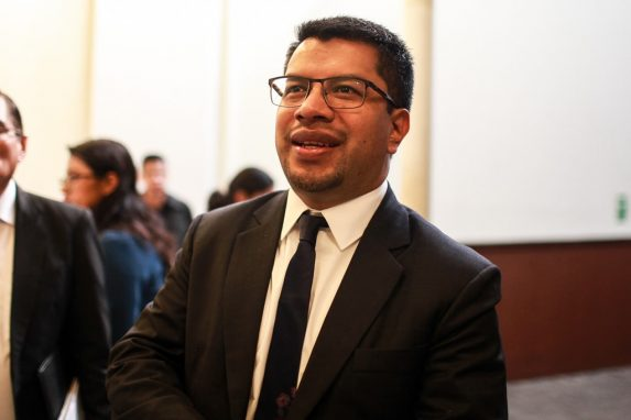 César Armando Elías.