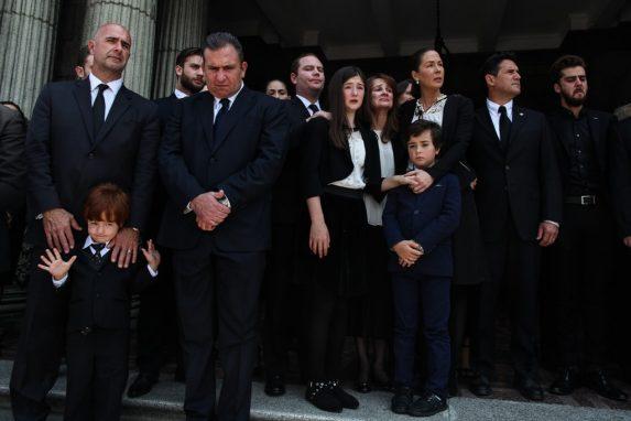 La familia completa se reunió para las honras fúnebres de Álvaro Arzú Irigoyen.