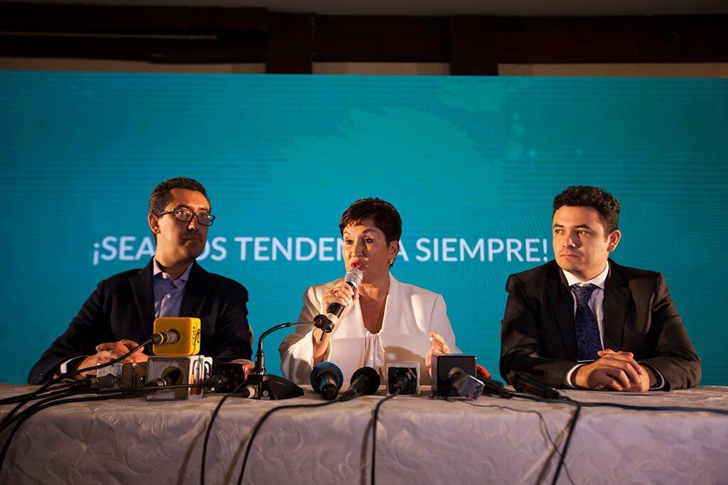 Jonathan Menkos, Thelma Aldana y Samuel Pérez Álvarez.