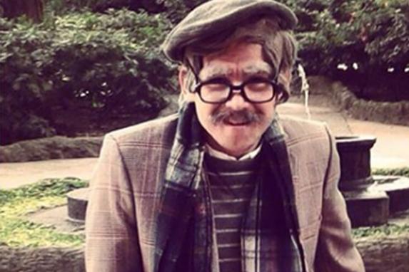 José Manuel como uno de los personajes de Los Anticuarios.