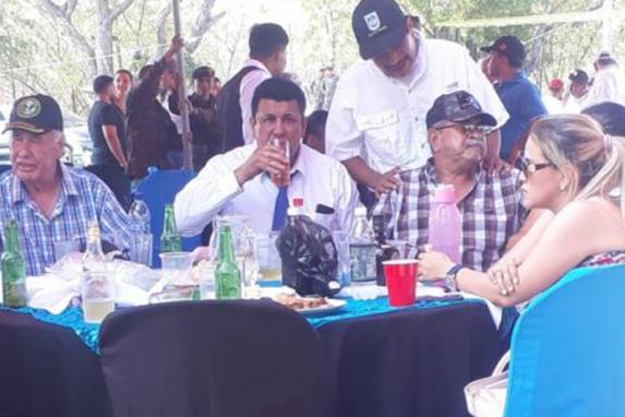 Galdámez y Vargas en la celebración del Adolfo V. Hall en Zacapa.