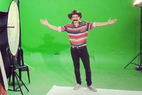 José Manuel vestido de Neto, el personaje de su papá.