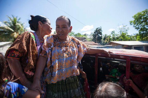 En la comunidad de Sepur Zarco las personas se transportan en picops.