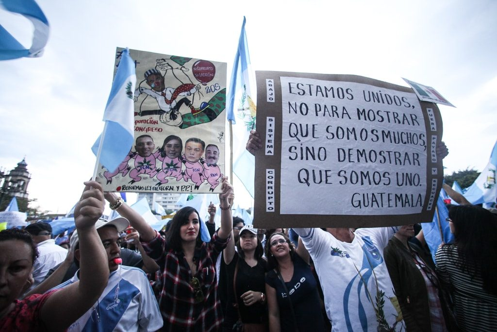 Uno de los mensajes de las manifestaciones era la lucha contra el sistema.