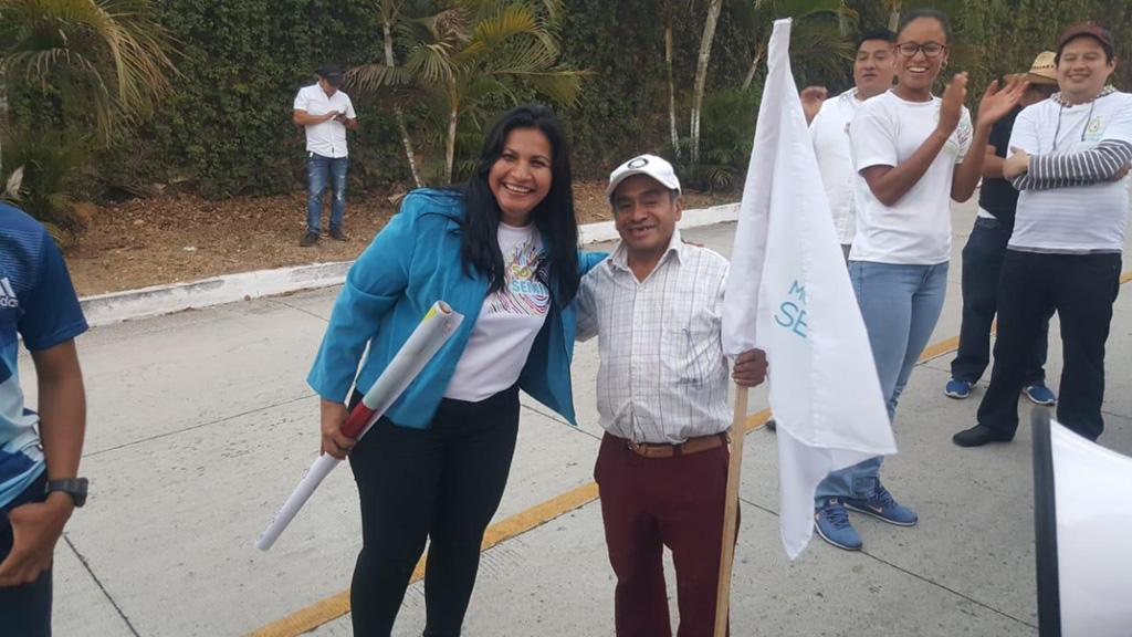 Jacqueline Pinto en una de las activiades proselitistas en San José del Golfo.