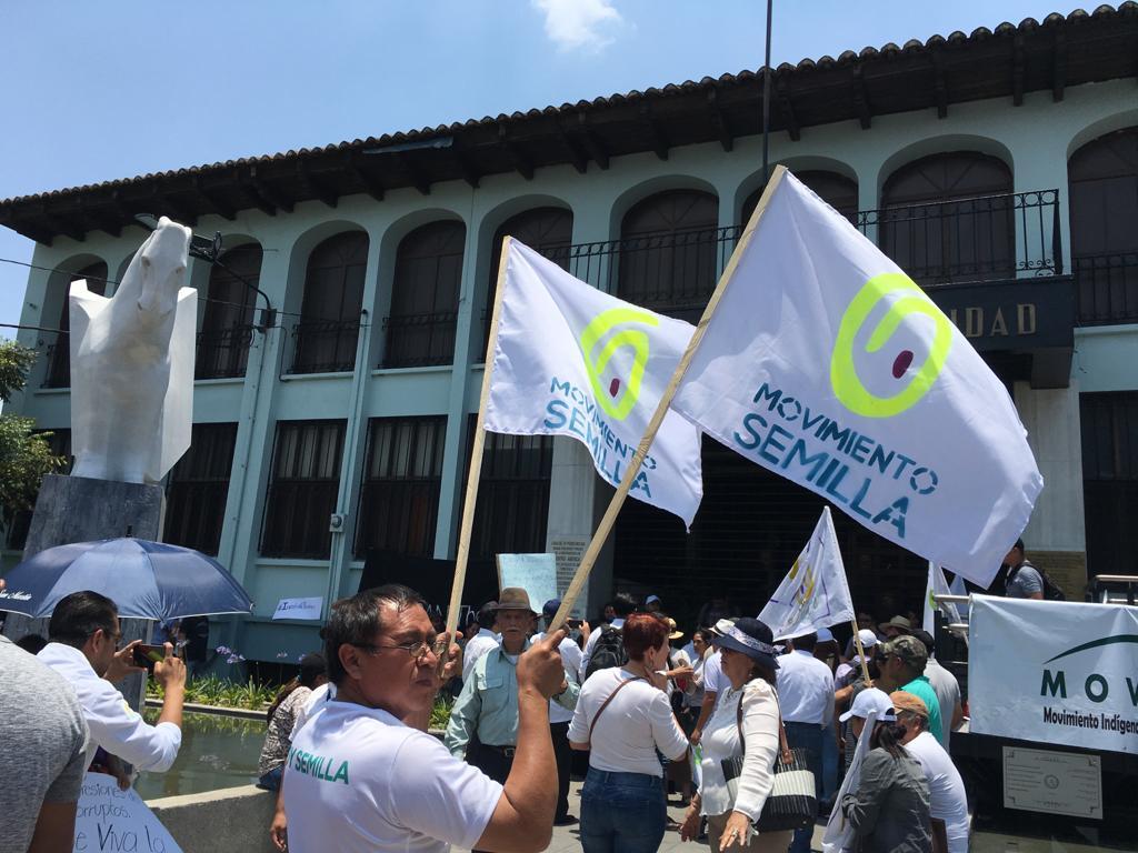 Simpatizantes de Movimiento Semilla piden a la CC permitan la inscripción de Thelma Aldana. Foto: Carlos Sebastián