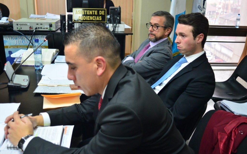 William Méndez (barba y lentes) en una de las audiencias del caso Construcción y Corrupción Fase 2. Foto: ConCriterio