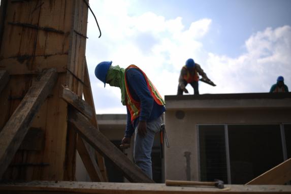 El 21 de febrero de 2017, varios obreros de la empresa Preco S.A. trabajan en la construcción de las casas.