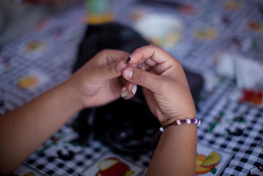 Fátima sintió rechazo de su hijo. Decidió continuar estudiando para intentar superar su violación. Casi diez años después intenta hacer relación con su hijo e integrarlo a su hogar. (Foto: Sandra Sebastián=