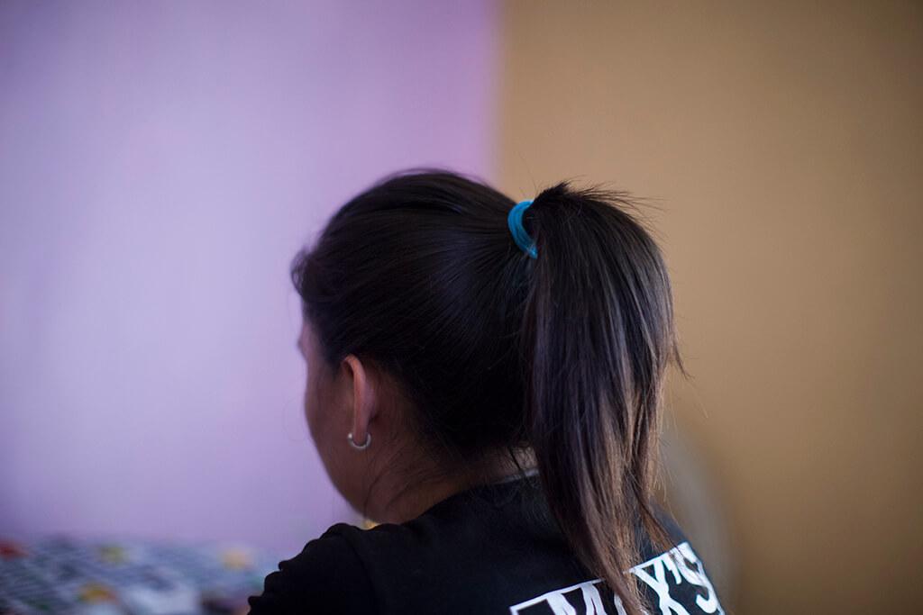 Fátima relata cómo un hombre se ganó la confianza de su familia para abusar sexualmente de ella.