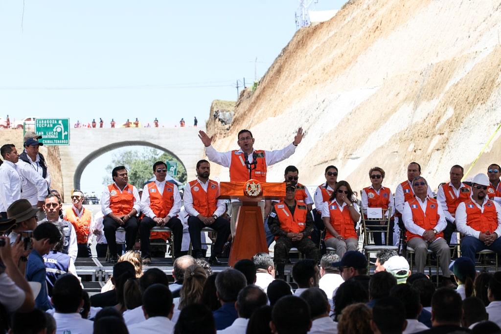 Jimmy Morales entrega el libramiento de Chimaltenango, el 12 de abril pasado. Foto: Carlos Sebastián