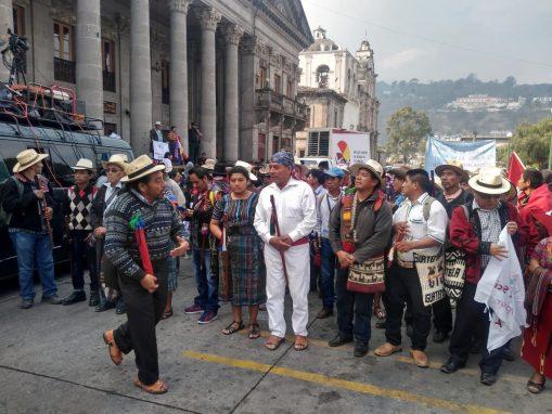 Organizaciones indígenas salen de Quetzaltenango para la marcha hacia la Capital. Foto: Asier Vera