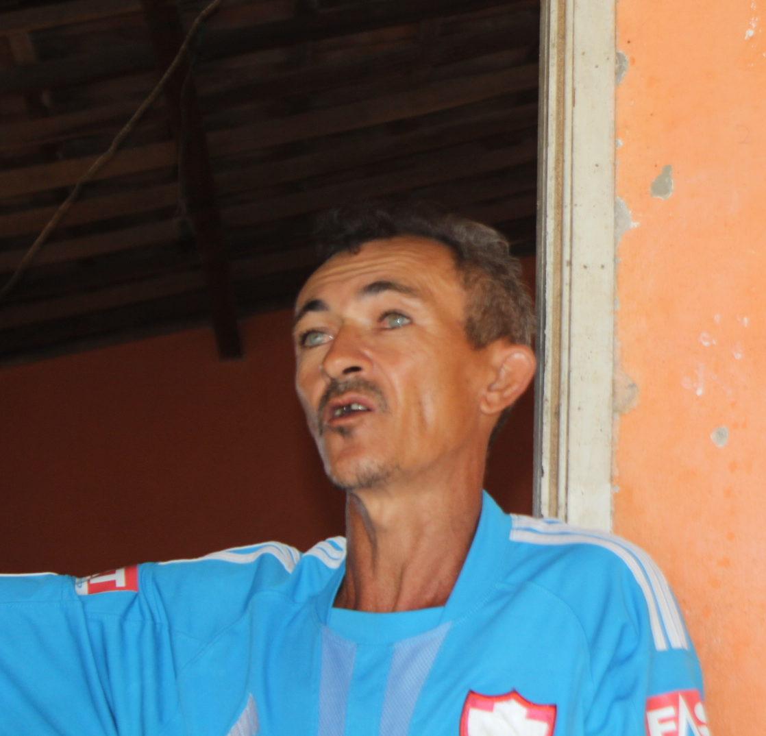 A Hélio le fue cancelada la pensión de invalidez. Con la pesca, solo consigue reunir de 10 a 30 reales por semana, entre 3 y 8 dólares. Foto: Hevilla Wanderley/Agência Pública