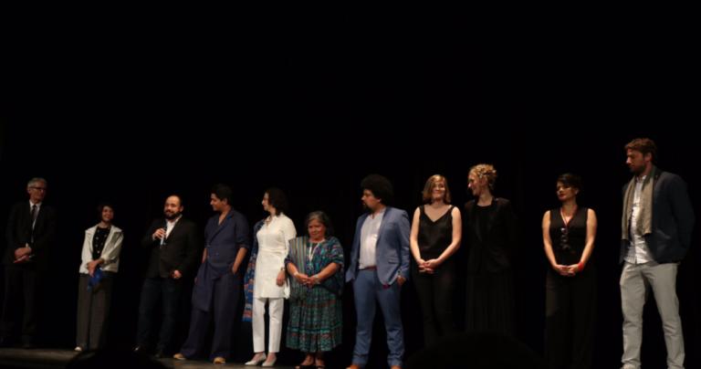 La noche del estreno en Cannes. César Díaz, Armando Espitia, Emma Dib, Aurelia Caal, Julio Serrano, Pamela Guinea y Joaquín Ruano.