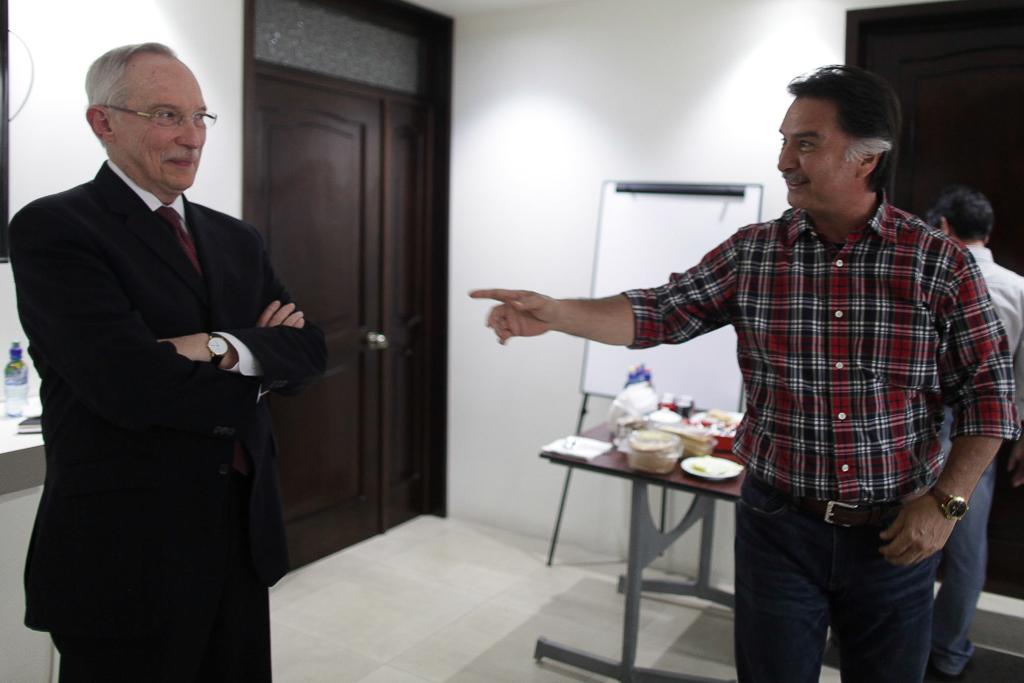 Edmond Mulet y Alfonso Portillo. El ahora presidenciable fue de los primeros que visitó al expresidente en la cárcel de Nueva York. Foto: Carlos Sebastián
