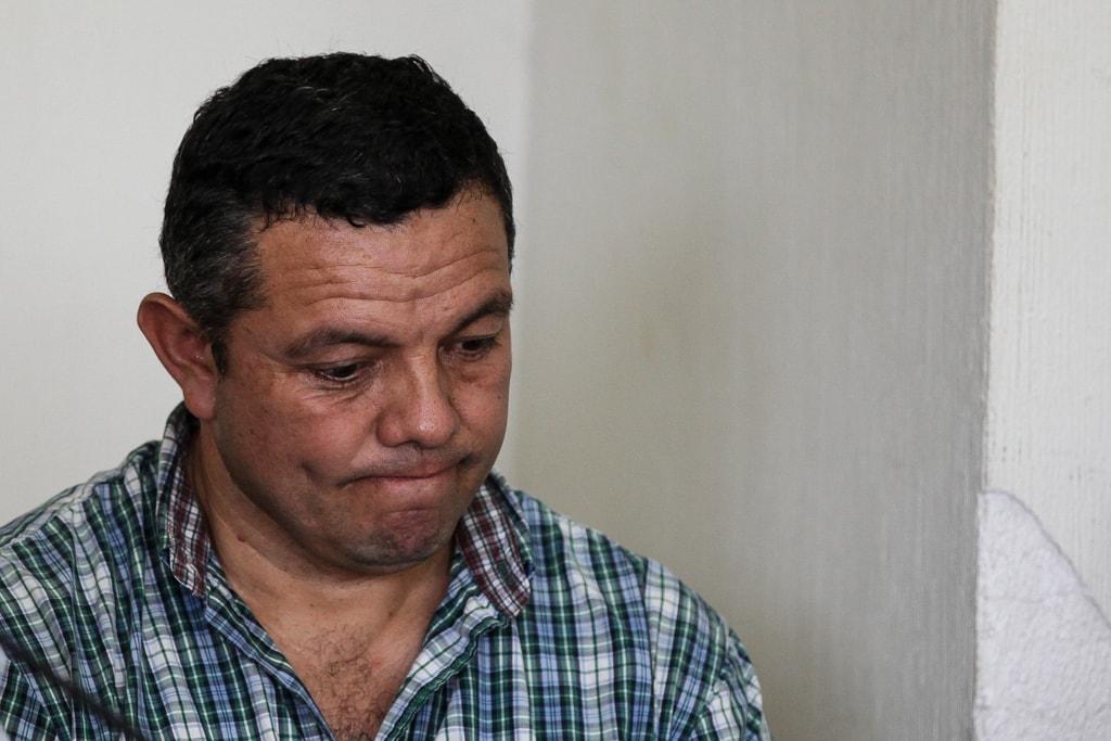 Lemuel Valle, biólogo que acompañaba a los tres estudiantes el día de la tragedia, escucha la sentencia. Foto: Carlos Sebastián