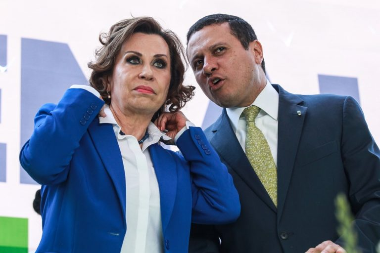 Sandra Torres and her vice presidential running mate Carlos Raúl Morales, career diplomat close to the United States and former Foreign Affairs Minister under Pérez Molina and Jimmy Morales. He has worked as a consultant and executive for Tigo and its foundation.