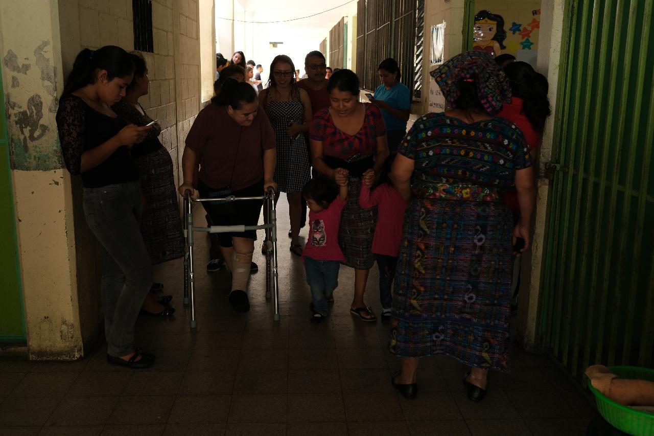 Votantes en la zona 18. Foto: Luis Sajché