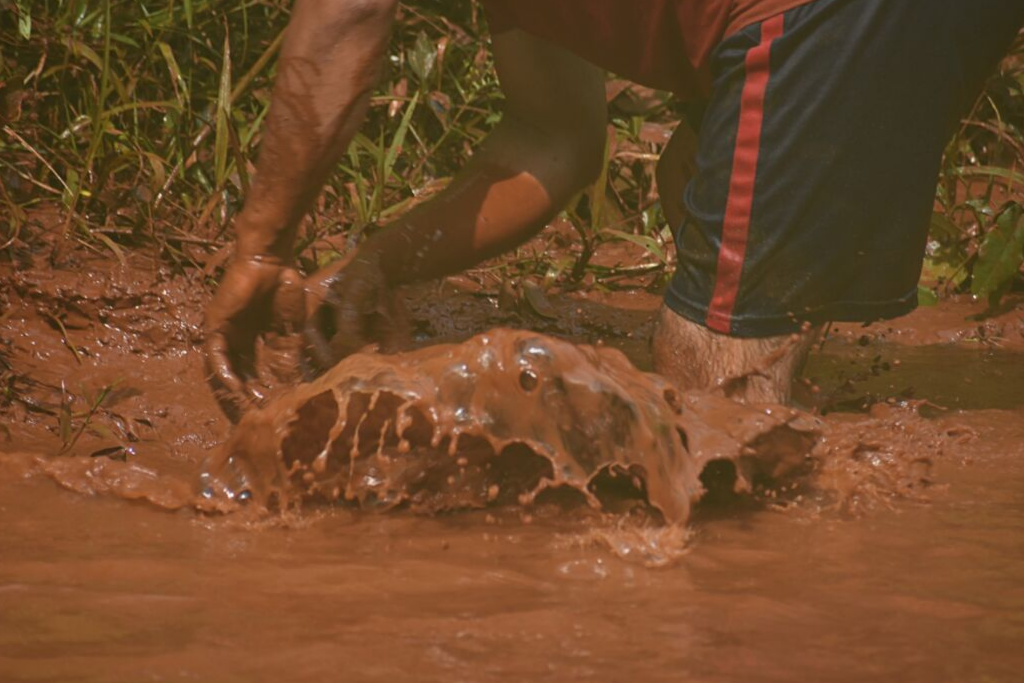 Río Trincheras en Los Amates Izabal contaminado por el proyecto minero Montufar II de Solway, 8 de mayo de 2019 . Foto: Nelton Rivera.