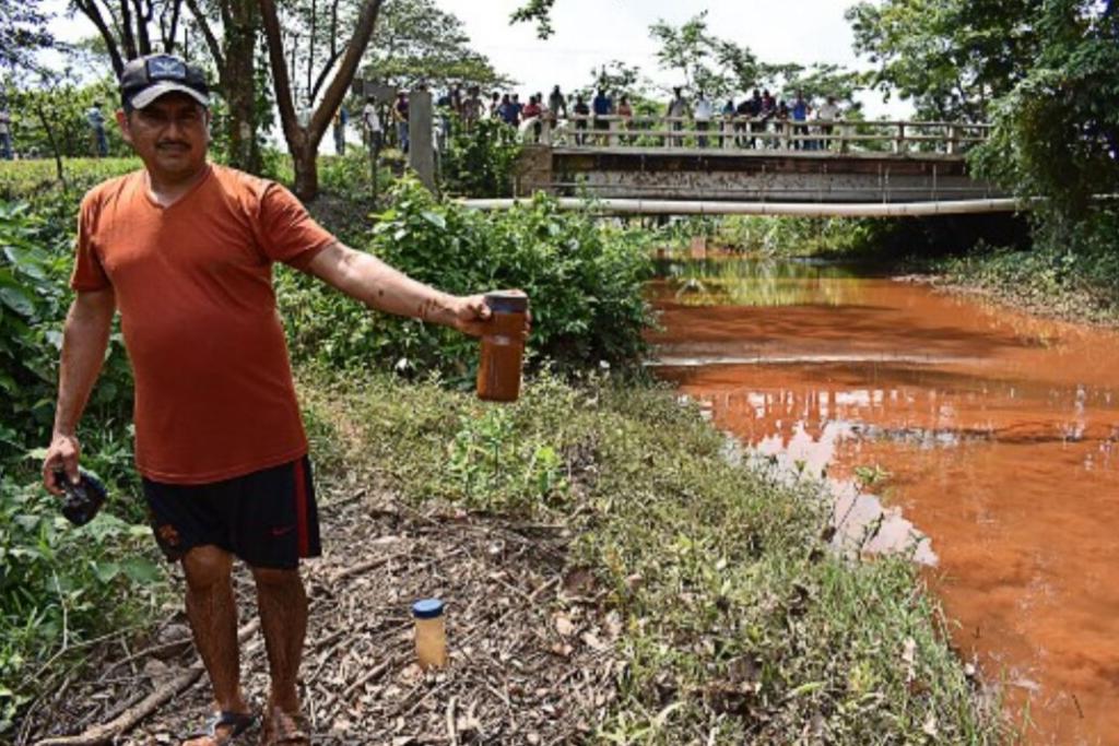 Río Trincheras en Los Amates Izabal contaminado por el proyecto minero Montufar II de Solway, 8 de mayo de 2019. Foto: Nelton Rivera