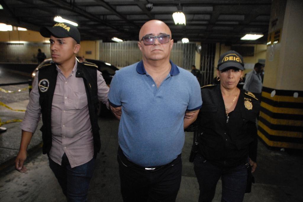 El exministro Villavicencio ya había sido capturado el 23 de abril de 2019 por un caso de irregularidades en la suscripción de un pacto colectivo. Había quedado bajo arresto domiciliario.