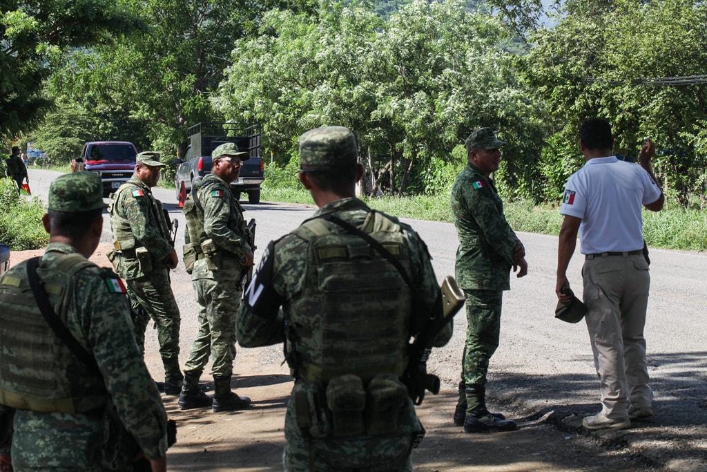 La Guardia Nacional, fuertemente armada, patrulla la zona.