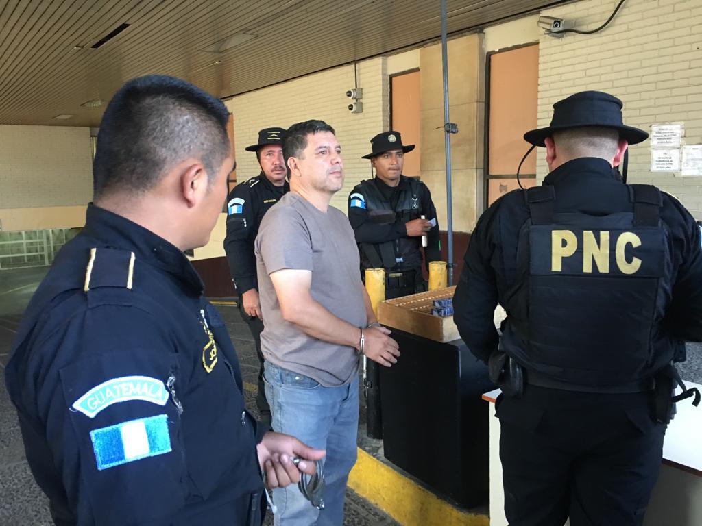 Abogado Marvin René Donis Orellana, en Tribunales. Foto: Carlos Sebastián