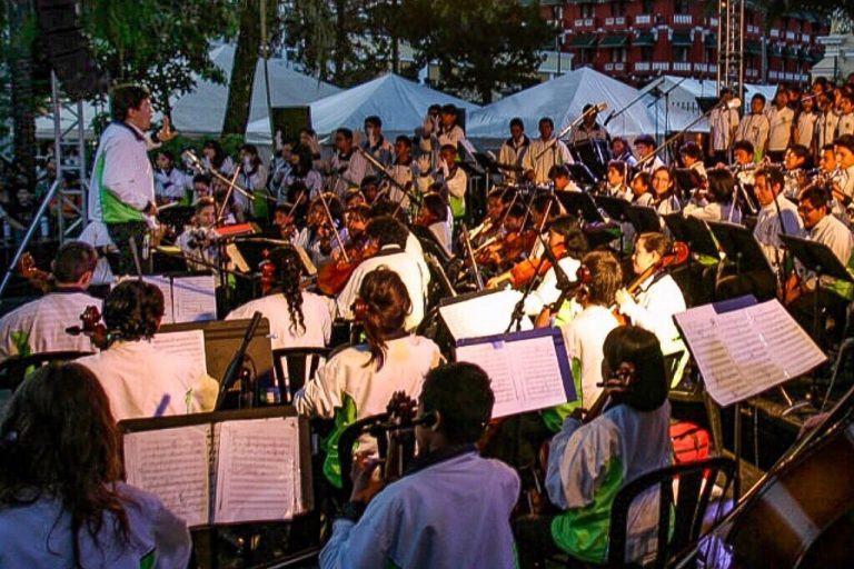 Bruno Campo conducts the City Youth Orchestra in 2011. Photo: Carlos Sebastián