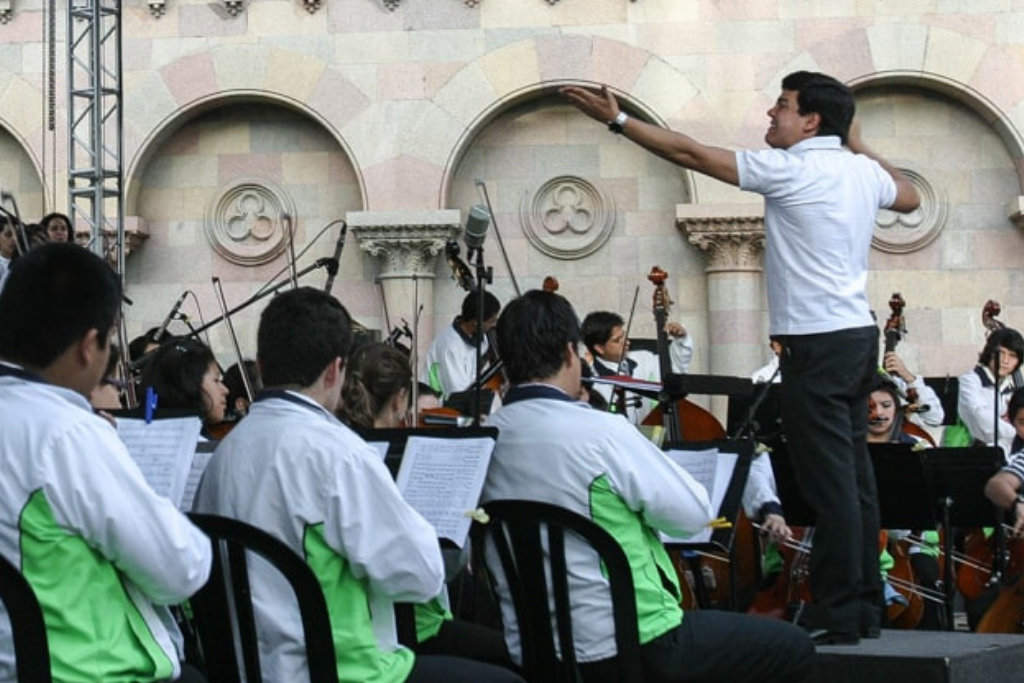 Bruno Campo conducts the Municipal Youth Symphony Orchestra in 2011. Photo: Carlos Sebastián