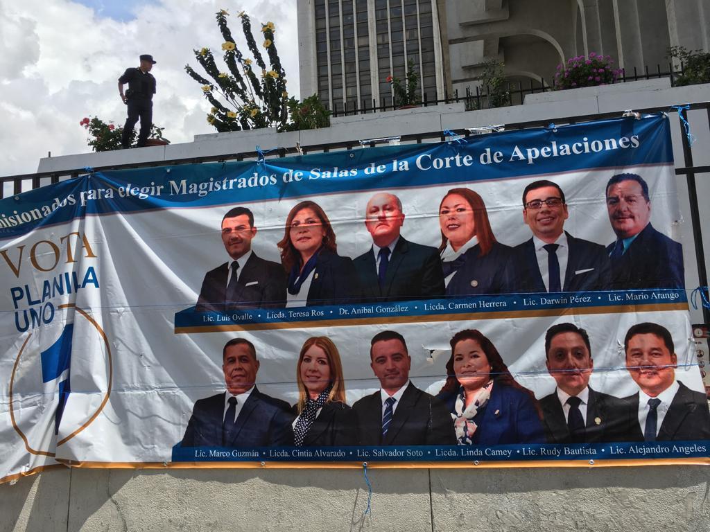Propaganda para las elecciones en el Colegio de Abogados y Notarios de Guatemala (CANG).