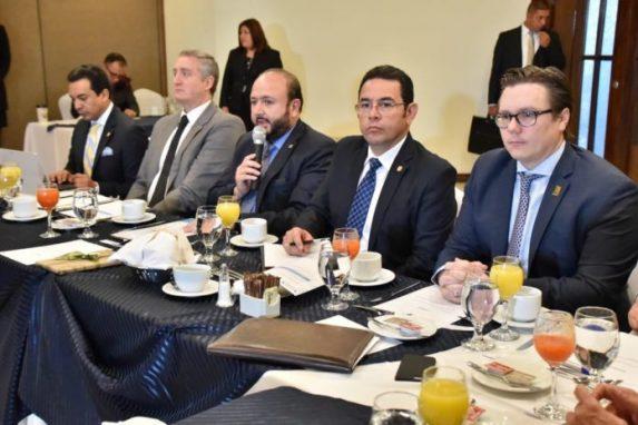 Jimmy Morales y la plana mayor del CACIF en una reunión de enero de 2018.