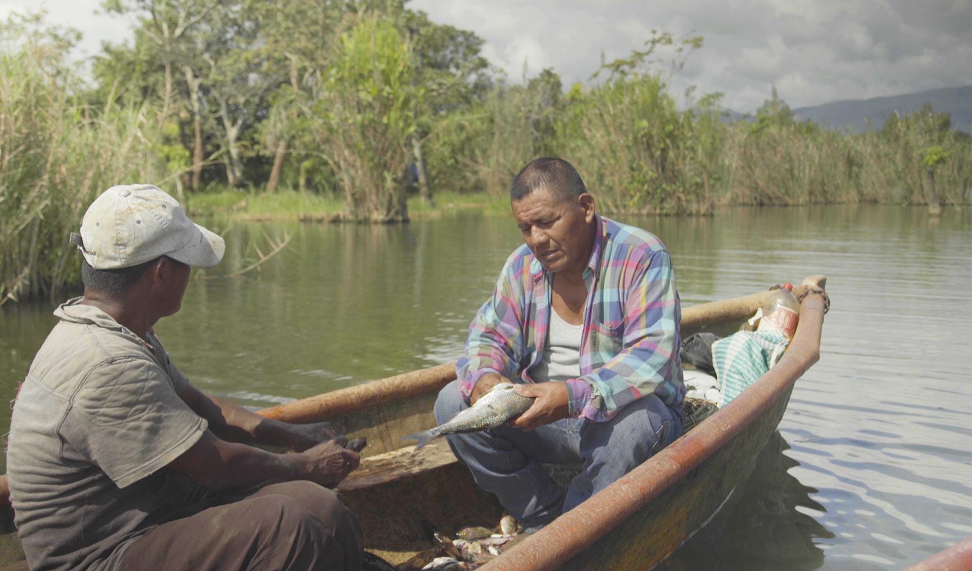 Pescadores en el lago Izabal, El Estor, Guatemala – Noviembre 2018.