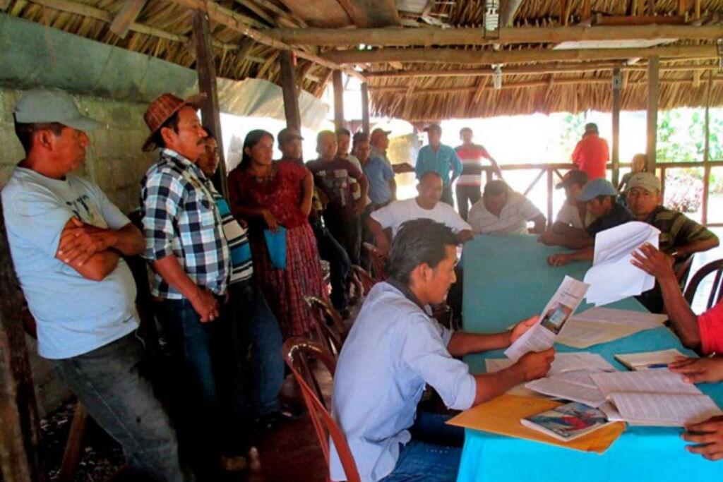 Reunión en el ranchón de los pescadors. Foto: Jerson Xitumul