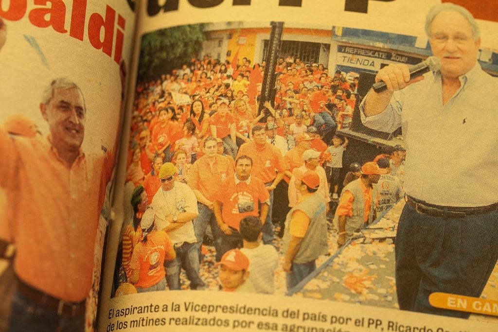 Publicación de Nuestro Diario donde se observa a Guillermo Castillo en un mitin junto al empresario Castillo Sinibaldi, en 2007.