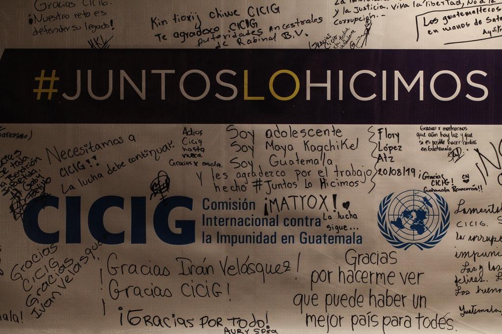 Cartel con mensajes a la CICIG. Foto: Carlos Sebastián