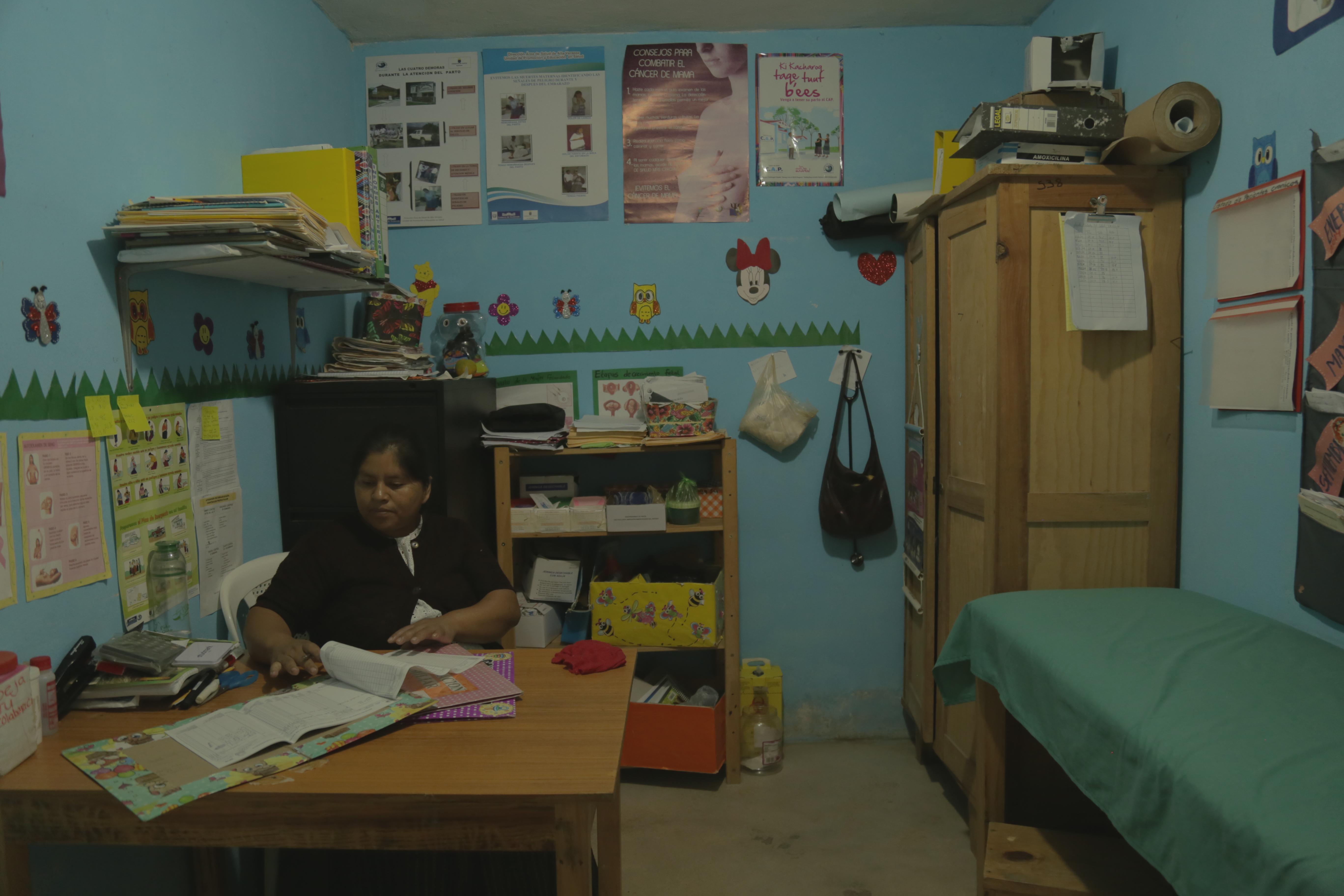 Laura Toc, en el centro de convergencia donde trabaja. Foto: Carla Molina