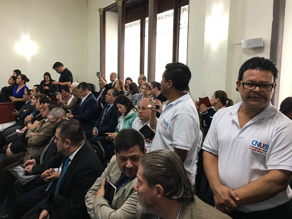 Guatemala Inmortal y activistas anti-CICIG llenaron la sala donde era escuchado el PDH Jordán Rodas.