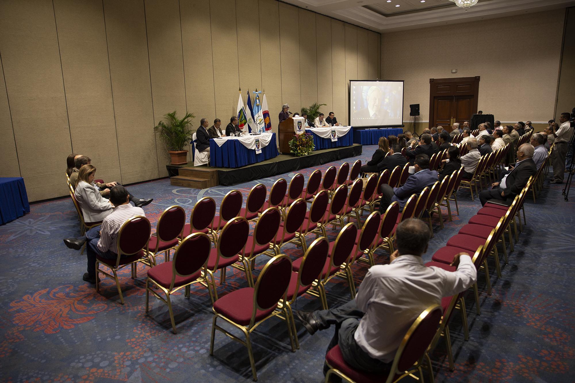 Alrededor de 50 personas se hicieron presentes al hotel Sheraton Presidente donde se realizó la ponencia ''Consecuencia de la CICIG: La amenaza para El Salvador''. Foto de El Faro/Carlos Barrera