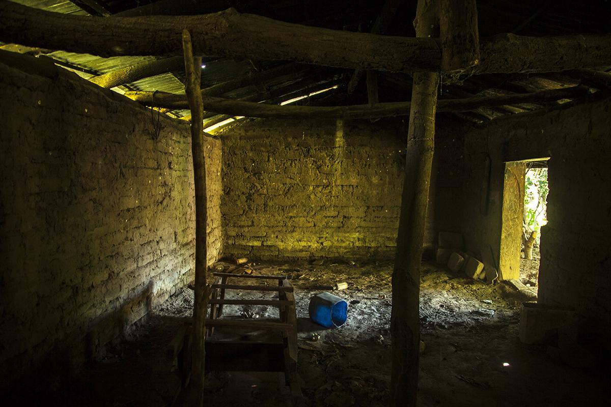 Casa abandonada por amenazas de pandillas, en el caserío San Luis Córdoba, Panchimalco. Enero, 2017. Foto: Victor Peña