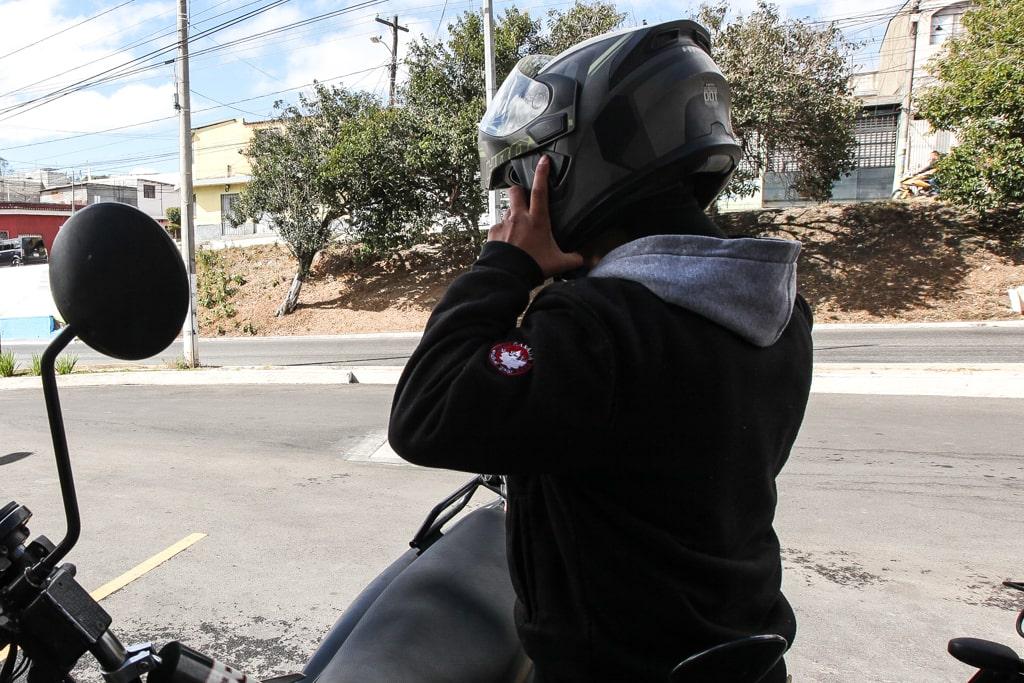 Marcos cuenta su historia para que se protejan sus derechos y aunque no quiere regresar a trabajar a Mixco, sí quiere que se le paguen sus prestaciones completas. Foto: Carlos Sebastián
