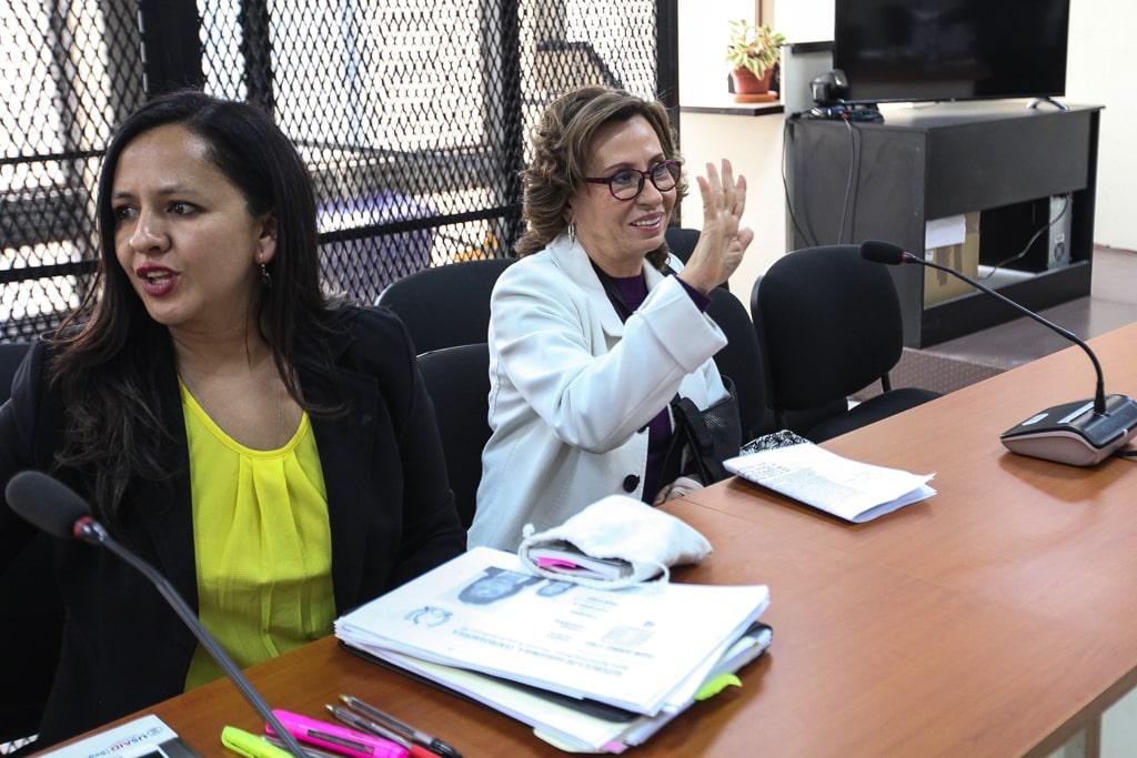 Sandra Torres, junto a su abogada. Foto: Carlos Sebastián