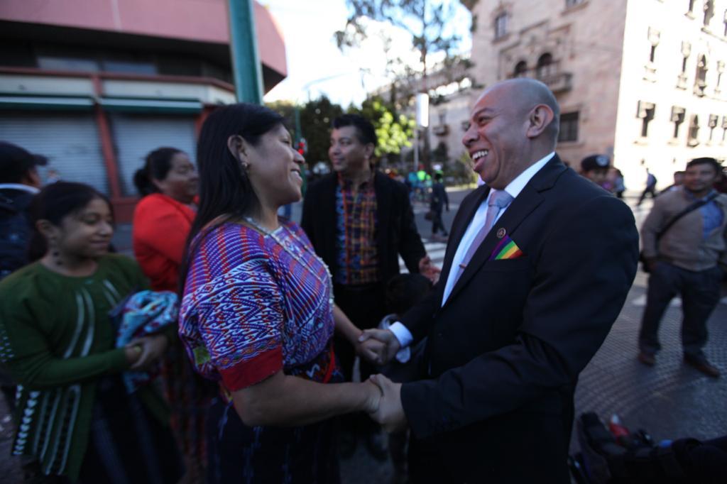 Aldo Dávila y la bancada Winaq recibió apoyo de organizaciones antes de llegar al Congreso. Foto: Carlos Sebastián