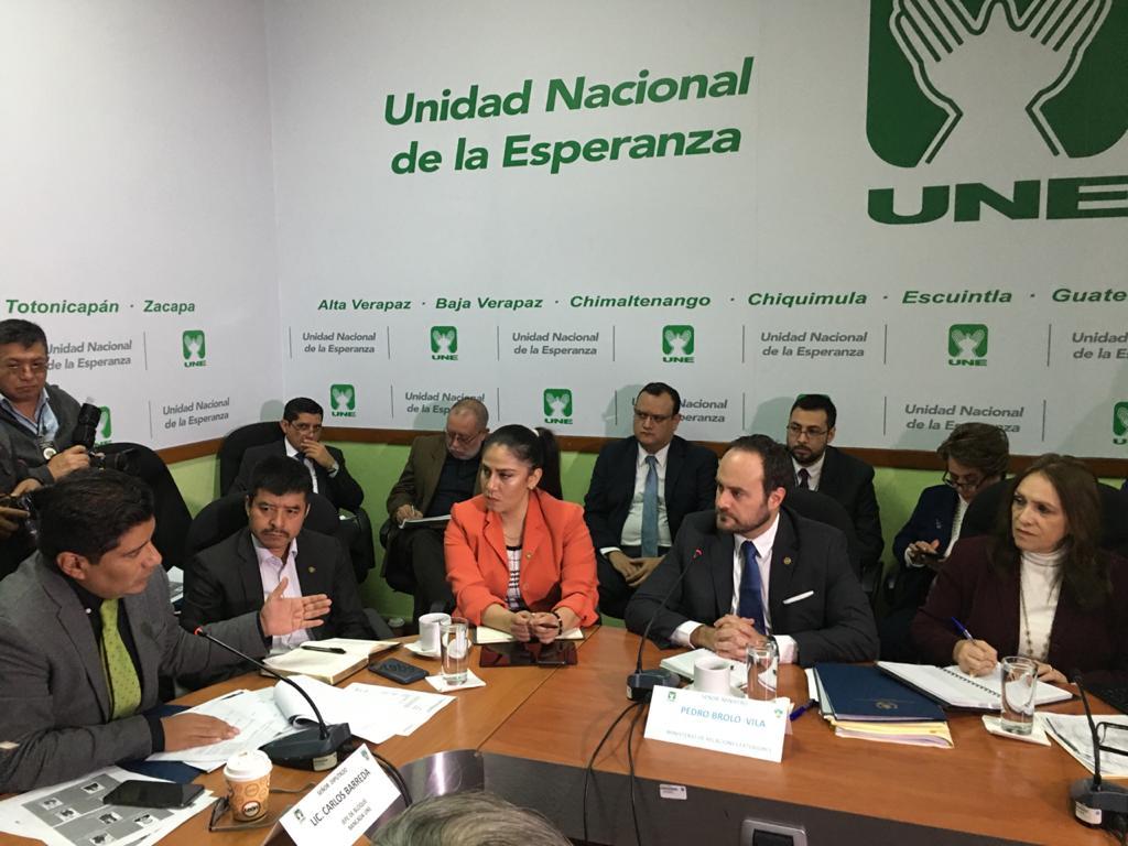 El canciller Pedro Brolo asistió a una reunión con la UNE donde aseguró que está reformando el servicio diplomático. Foto: Carlos Sebastián