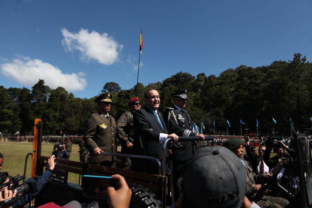 Alejandro Giammattei y los altos mandos militares en el Mariscal Zavala. Foto: Carlos Sebastián