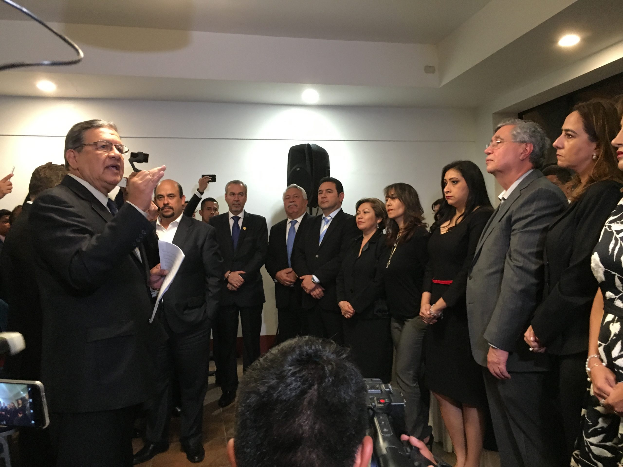 La bancada Guatemala es juramentada en el Parlacen. Entre ellos, Jimmy y Jafeth.