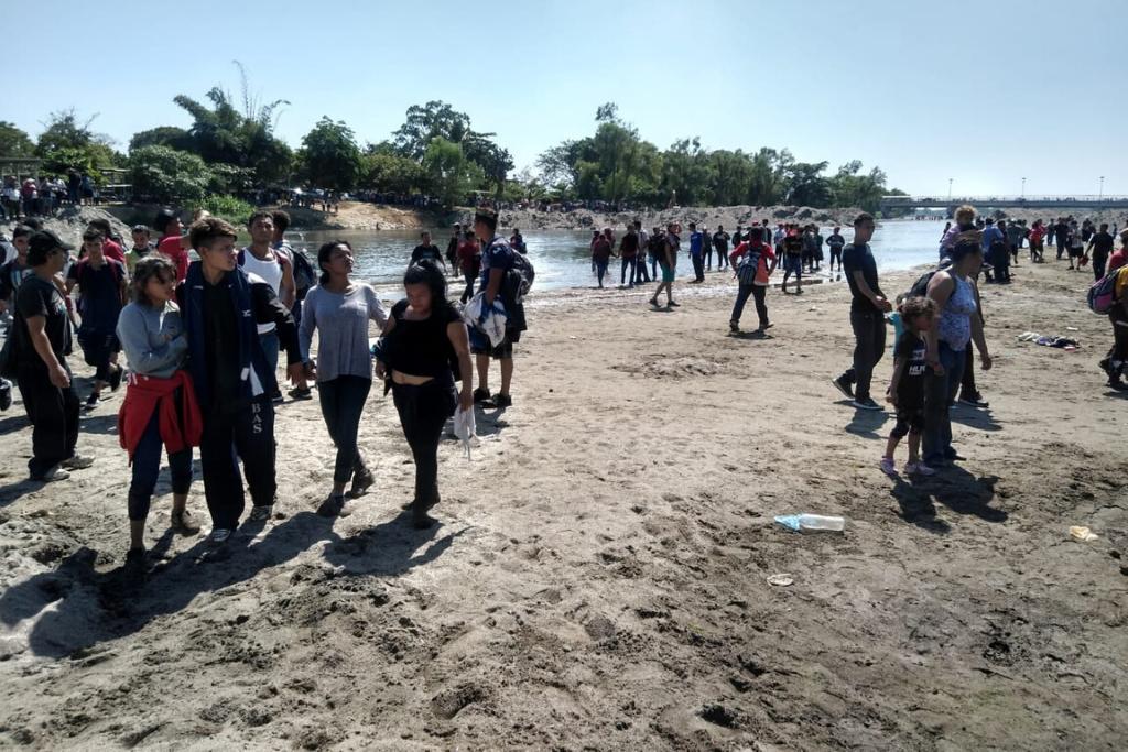 Migrantes hondureños intentaron cruzar a México el lunes 20 de enero, pero fueron detenidos por la Guardia Nacional. Foto: Asier Vera