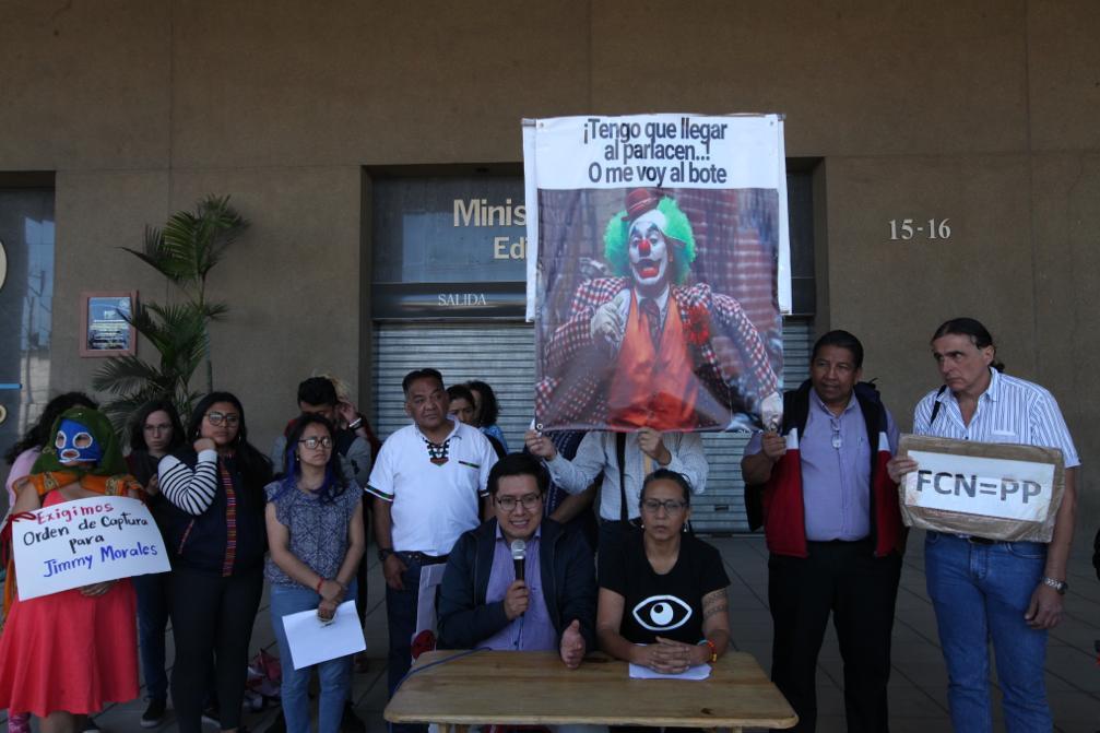 Organizaciones sociales ofrecieron una conferencia en el MP para exigir acción contra Jimmy Morales y sus funcionarios.